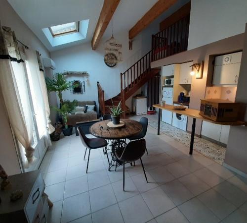 SIX FOURS APPARTEMENT T3 résidence avec piscine et jacuzzi.